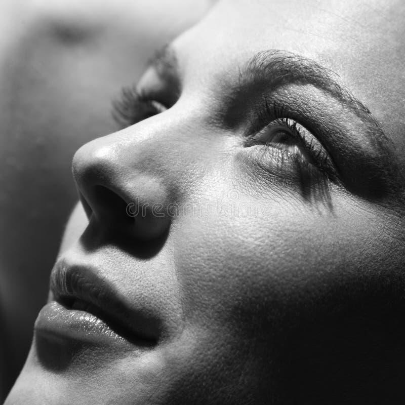 Primo piano della donna graziosa. fotografia stock