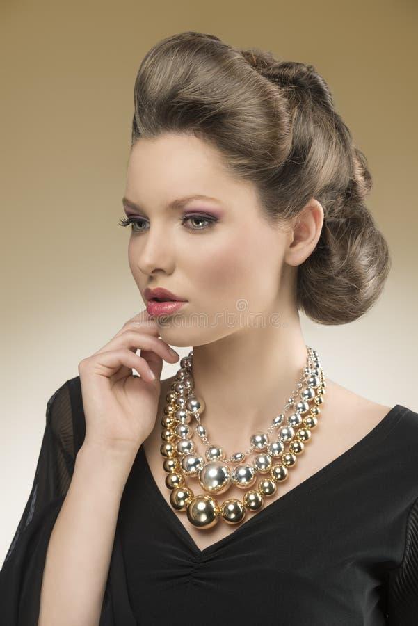 Primo piano della donna graziosa aristocratica immagini stock