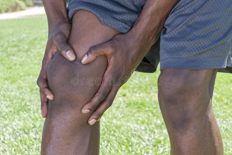 Primo piano della ferita al ginocchio fotografia stock libera da diritti