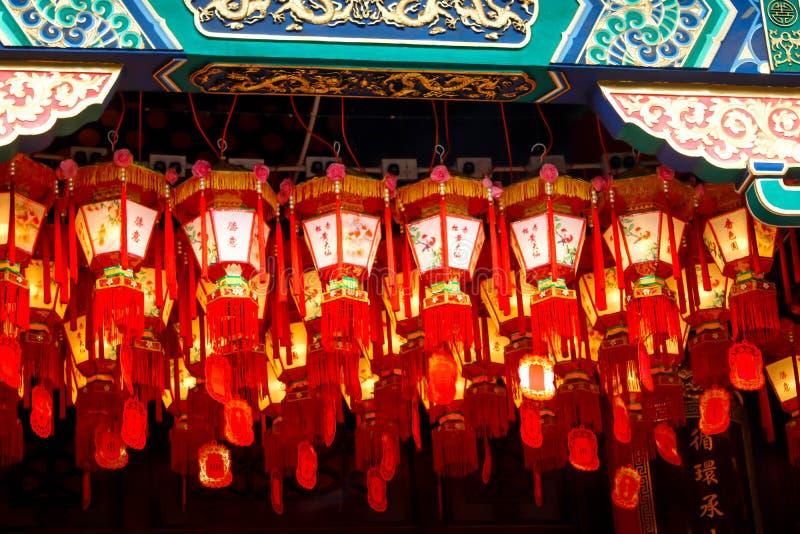 Primo piano della lampada Decorate in Sik Sik Yuen Wong Tai Sin Temple dentro immagine stock libera da diritti