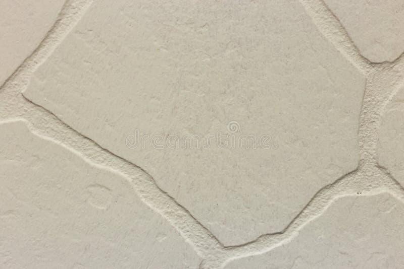 Primo piano della parete irregolare intonacata bianca luminosa dello stucco Struttura astratta, fondo caotico dello spazio della  fotografia stock