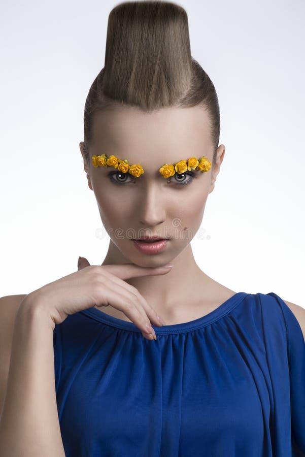 Primo piano della ragazza con stile della molla fotografia stock
