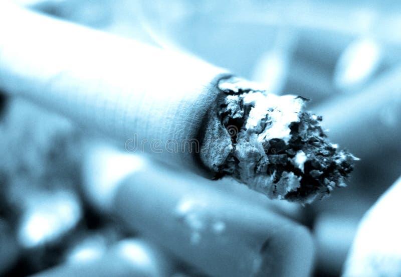 Primo piano della sigaretta fotografie stock
