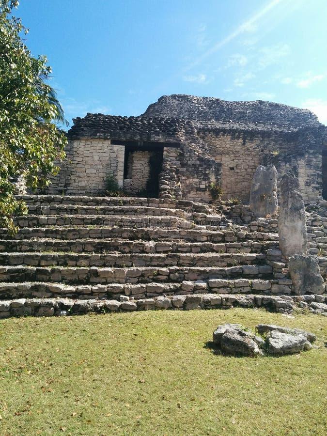 Primo piano della struttura sui punti in rovine maya di Kohunlich fotografia stock