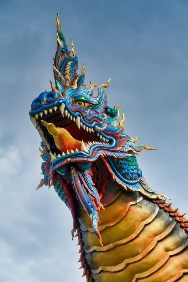 Primo piano della testa tailandese del Naga immagini stock libere da diritti