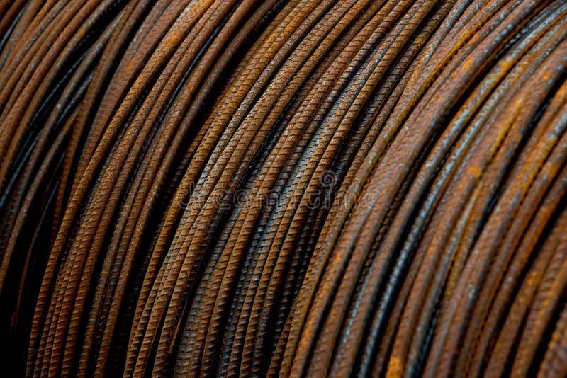 Primo piano delle barre d'acciaio arrugginite immagine stock