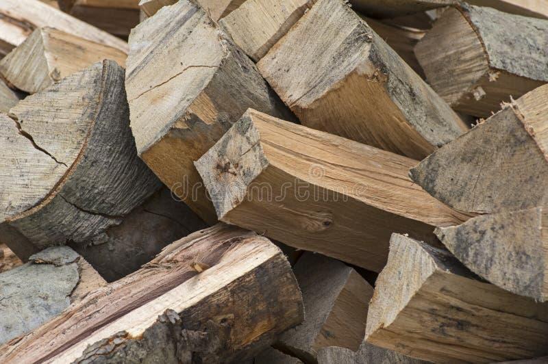 Primo piano delle billette del faggio di legna da ardere fotografia stock libera da diritti