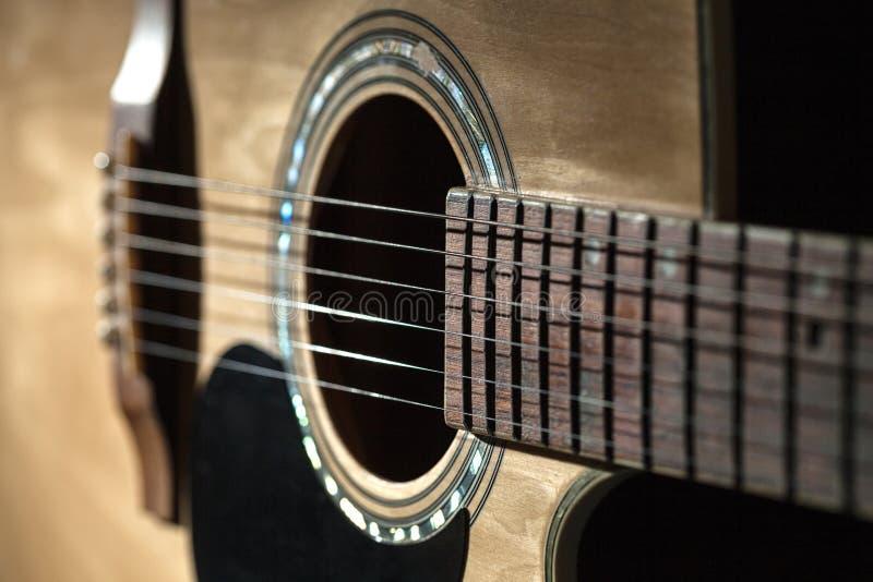 Primo piano delle corde classiche della chitarra immagini stock libere da diritti