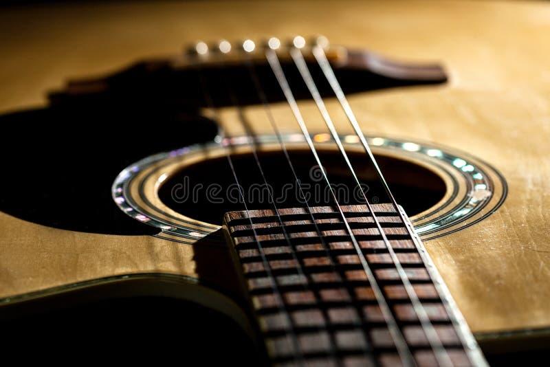 Primo piano delle corde classiche della chitarra fotografia stock libera da diritti