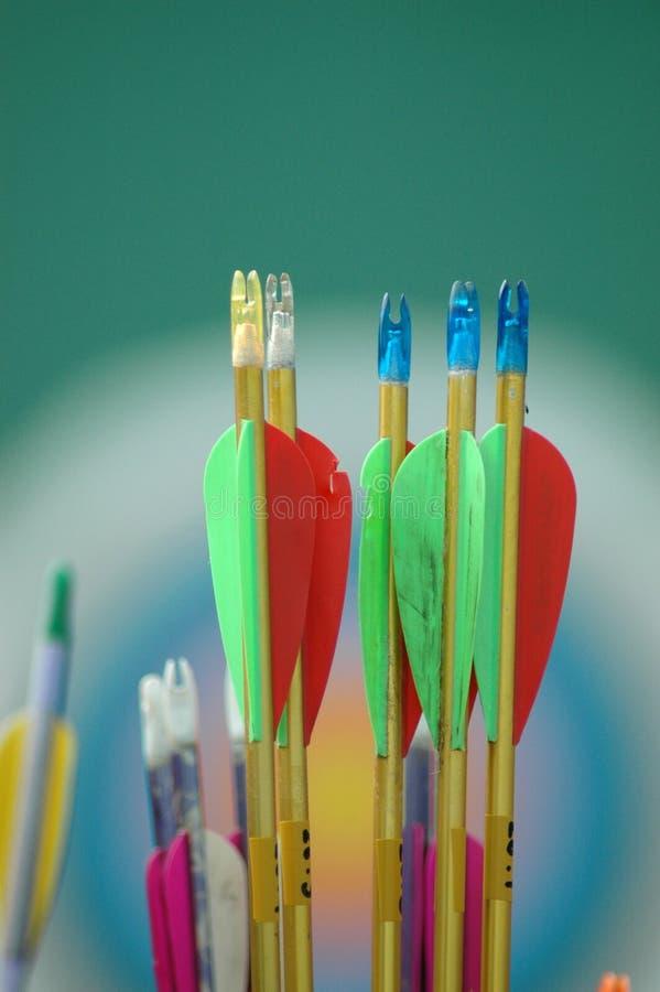 Primo piano delle frecce, concetto del fondo dell'obiettivo fotografie stock libere da diritti