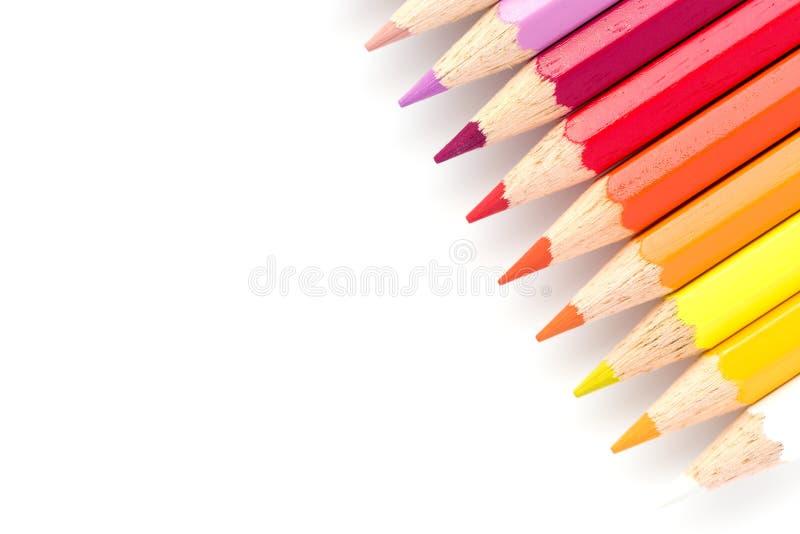 Primo piano delle matite di colore isolate su un fondo bianco fotografia stock libera da diritti