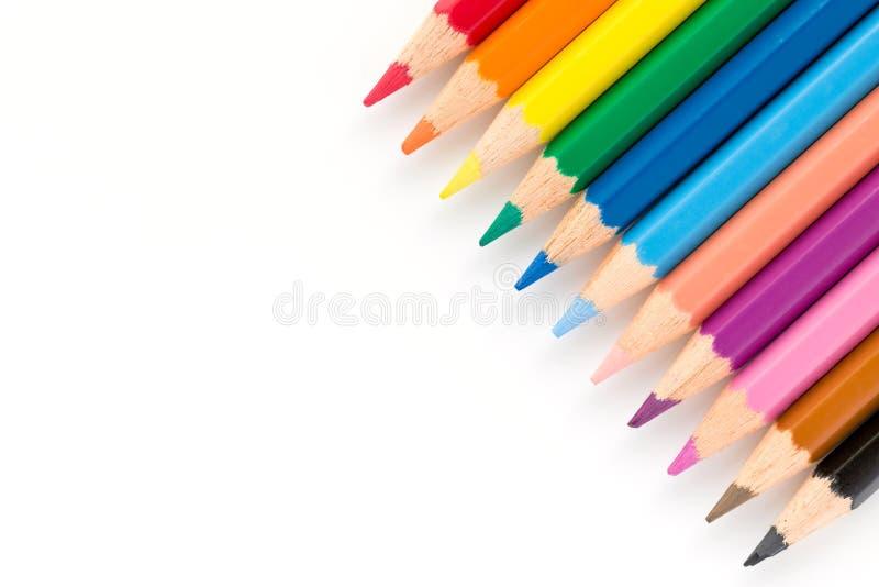 Primo piano delle matite di colore isolate su un fondo bianco immagine stock libera da diritti