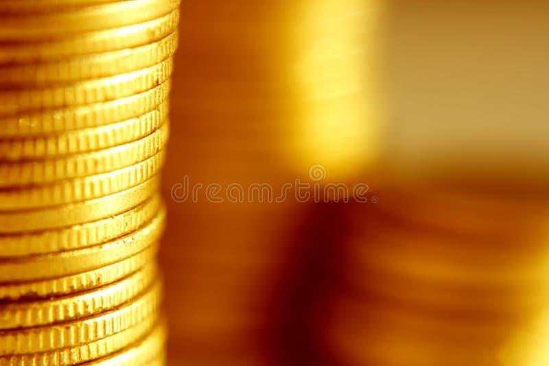 Primo piano delle monete di oro immagine stock