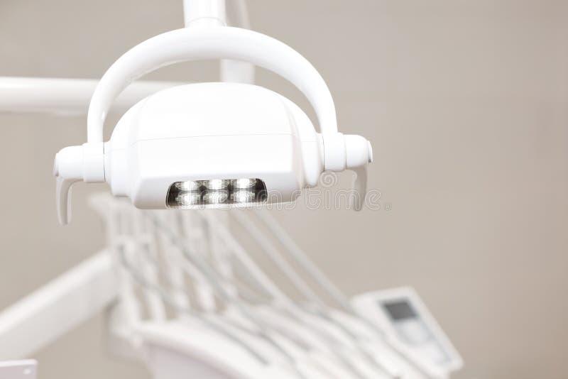 Primo piano dentario della lampada della maniglia, nessuno Attrezzatura di odontoiatria immagine stock