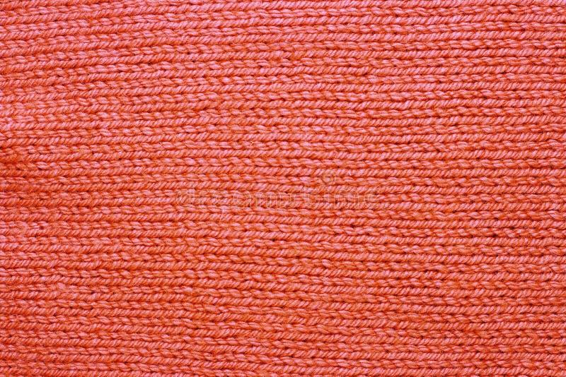 Primo piano di corallo tricottato di colore di tendenza della superficie, fondo alla moda immagine stock
