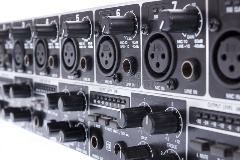 Primo piano di doppio bus Mic Line Zone Mixer di Manica 3 di ULTRAZONE 8 immagine stock