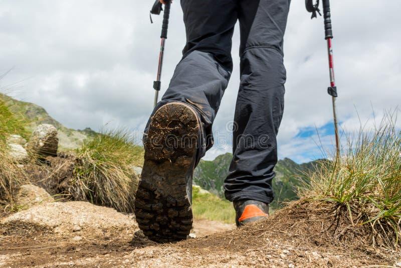 Primo piano di escursione degli stivali immagine stock