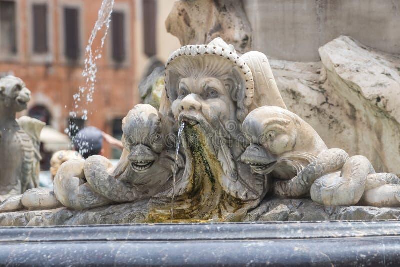 Primo piano di Fontana Del Pantheon a Roma, Italia immagine stock