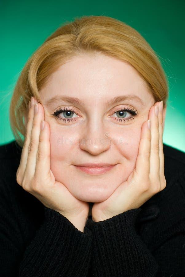Primo piano di giovane donna. immagine stock