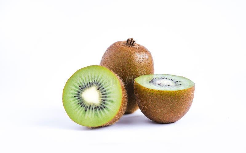 Primo piano di Kiwi Fruits On White Background fotografie stock libere da diritti