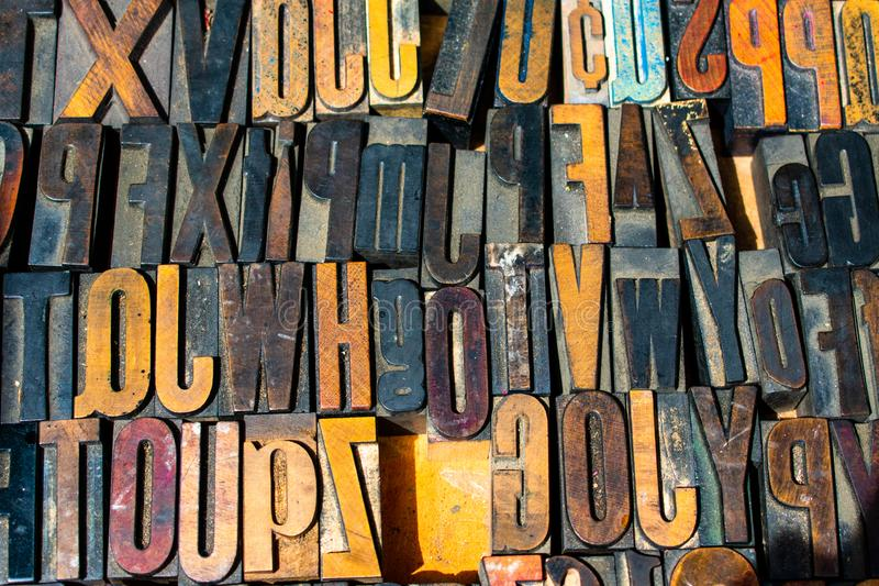 Primo piano di legno dei blocchetti di stampa dello scritto tipografico immagini stock libere da diritti
