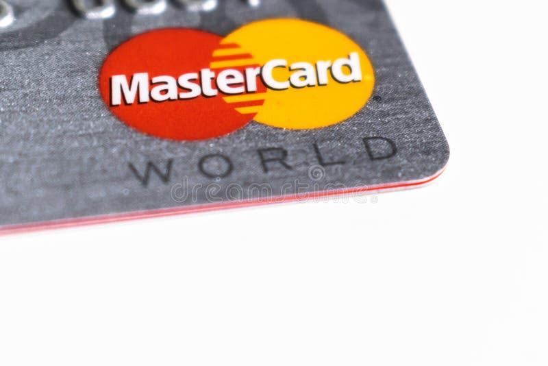 Primo piano di logo del Master Card con fondo bianco fotografia stock