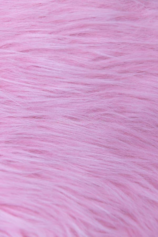 Primo piano di pelliccia lanuginosa rosa molle, lana, fondo di struttura del tappeto immagine stock libera da diritti