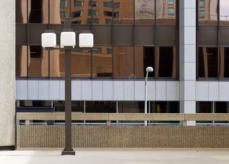 Primo piano di riflessione della finestra dello specchio di architettura moderna Denver del centro, Colorado fotografie stock libere da diritti