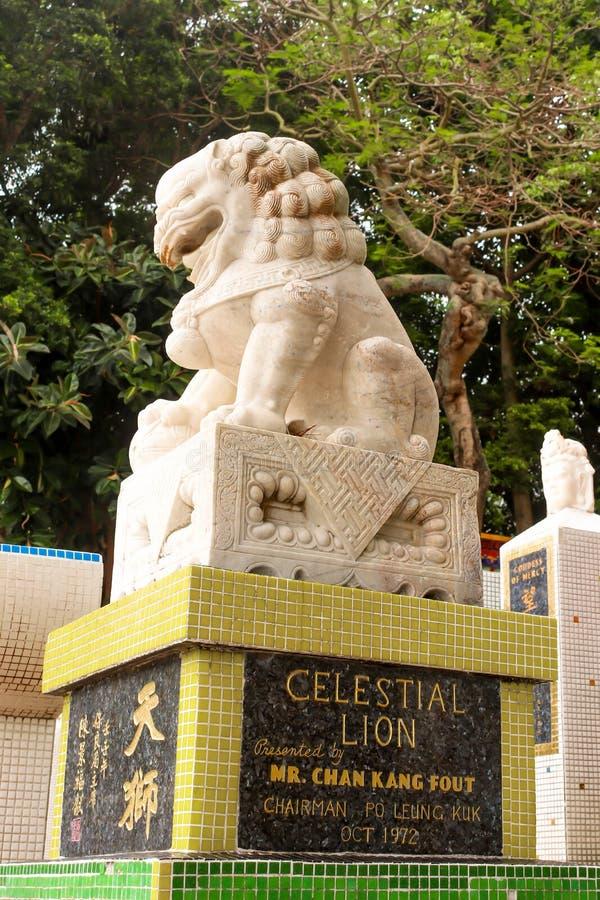 Primo piano di singola statua di pietra del leone in tempio della baia di rifiuto, Hong fotografia stock libera da diritti
