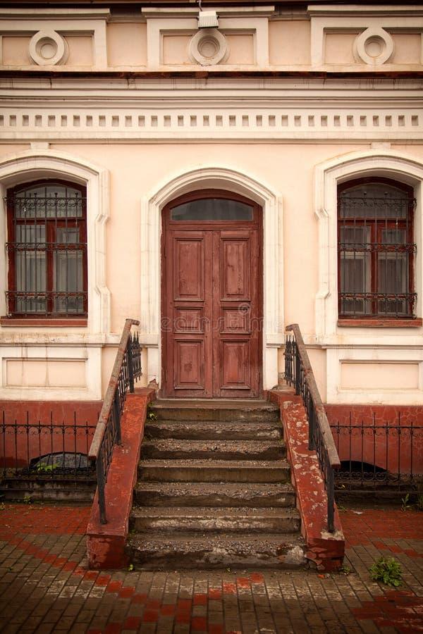 Primo piano di un portico di legno fotografia stock libera da diritti