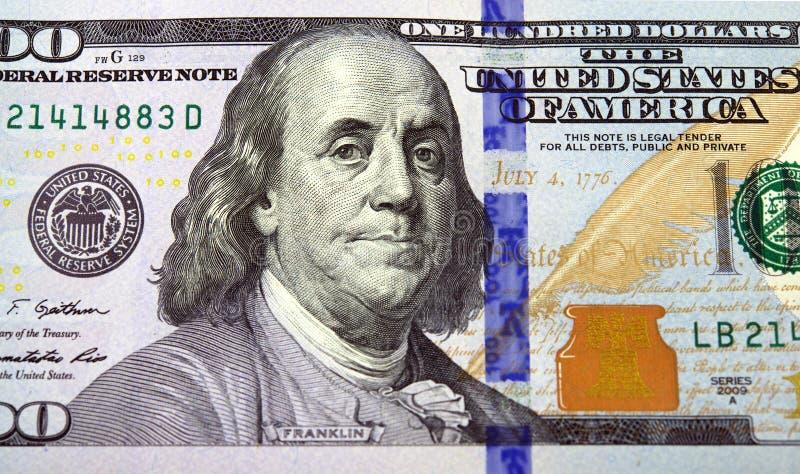 Primo piano di una banconota in dollari dell'americano di nuovo cento fotografia stock