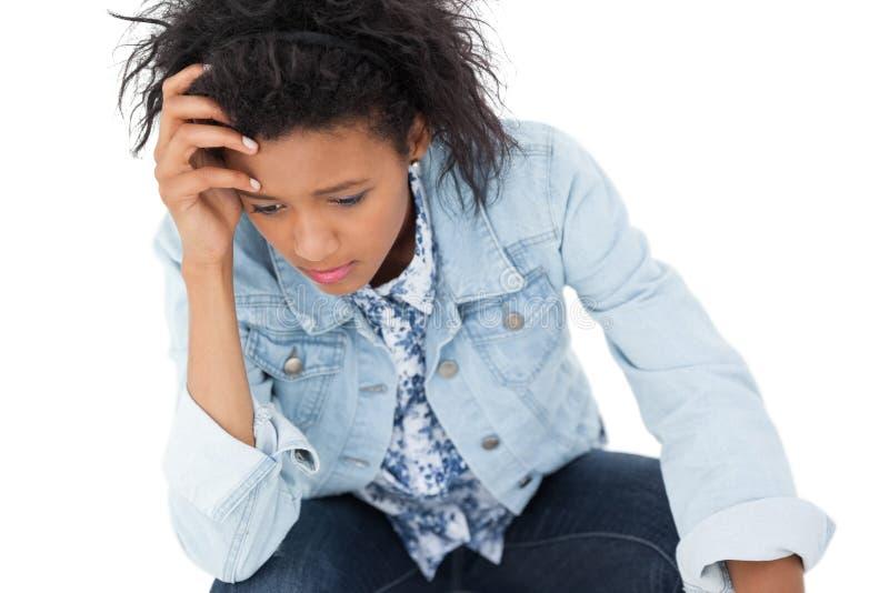 Primo piano di una giovane donna triste immagini stock