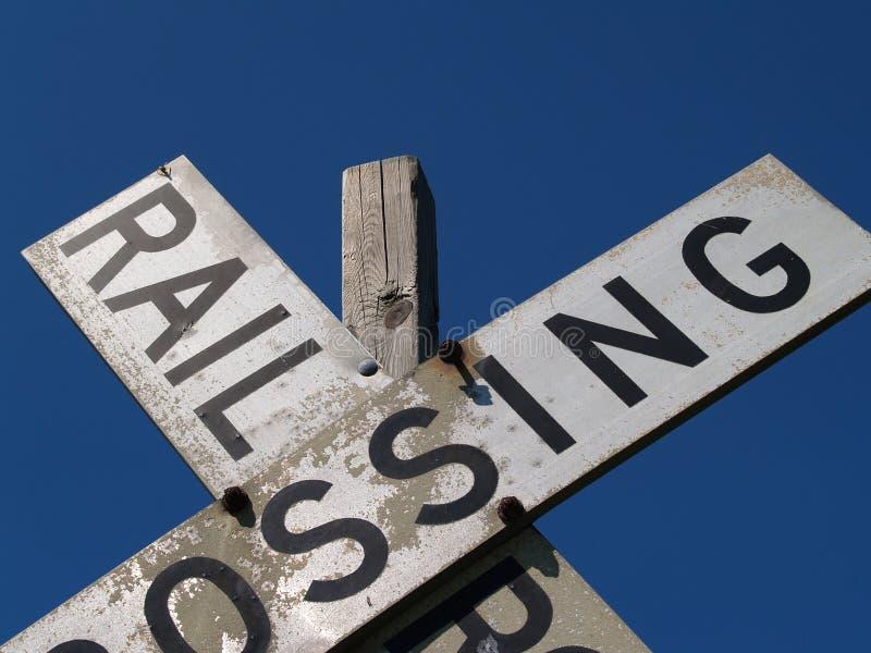Primo piano di vecchia ferrovia Crossbucks immagine stock libera da diritti