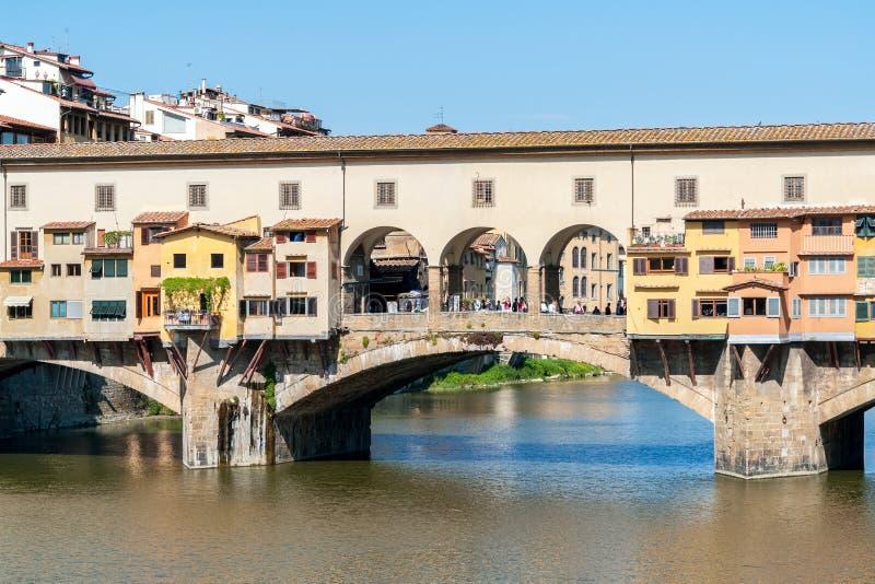 Primo piano di vecchio ponte di Ponte Vecchio sopra il Arno - Firenze immagini stock