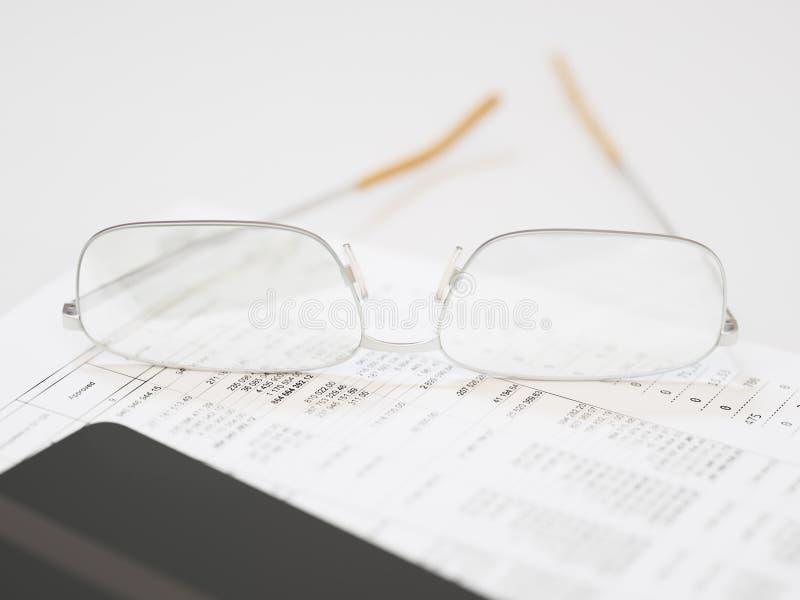 Primo piano finanziario rapporto di affari immagini stock