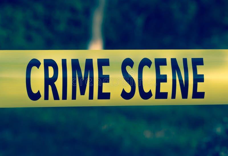Primo piano giallo del nastro della polizia della scena del crimine immagine stock libera da diritti