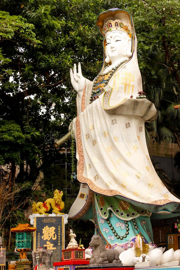 Primo piano Kwun Yam Guan Yin Shrine in tempio di Tin Hau accanto a Repu fotografia stock