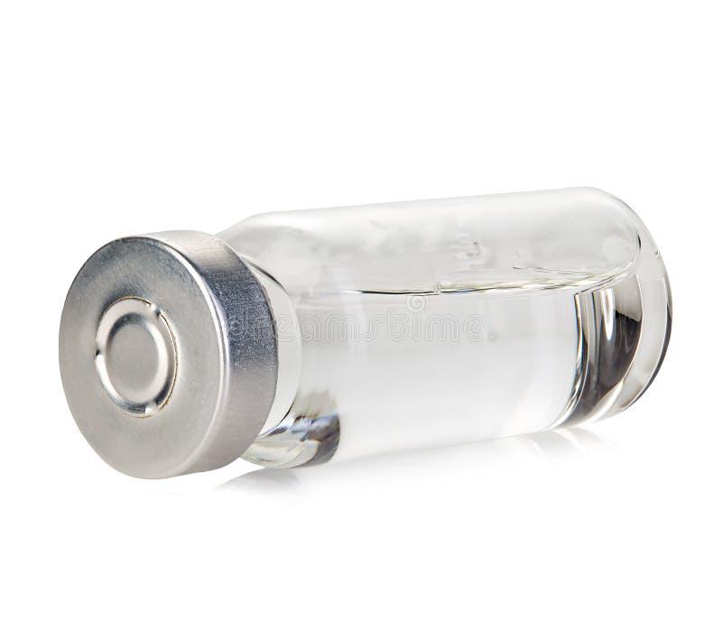 Primo piano medico della fiala di vetro isolato su un fondo bianco immagine stock libera da diritti