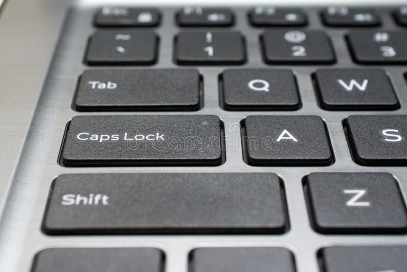 Primo piano moderno della tastiera del computer portatile immagine stock libera da diritti