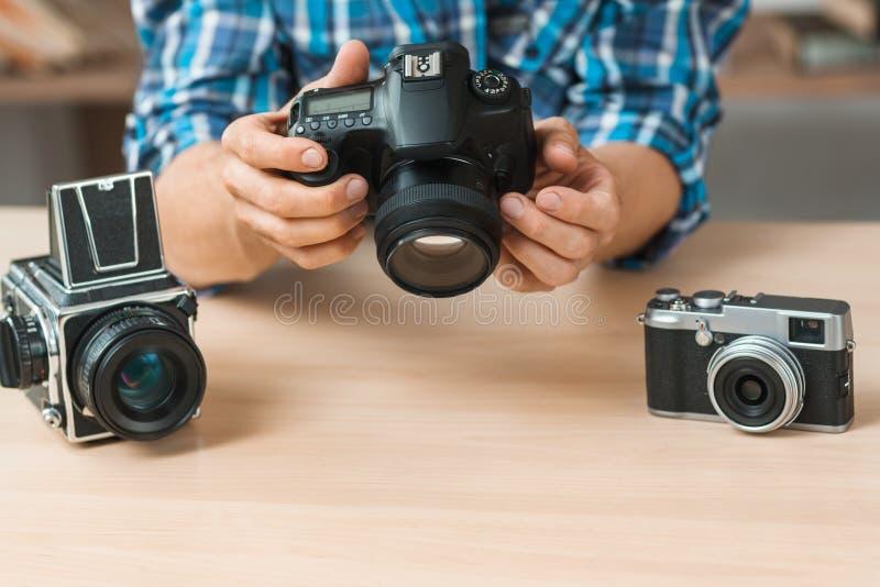 Primo piano moderno di presentazione della macchina fotografica digitale fotografia stock
