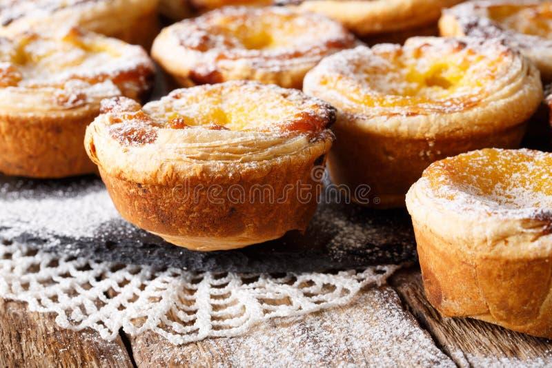 Primo piano pastello delizioso portoghese di de nata orizzontale fotografia stock