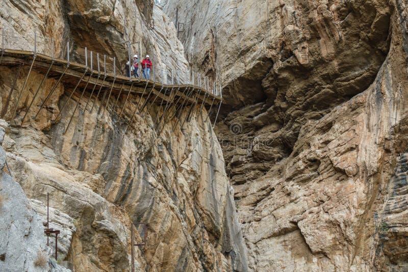 Primo piano pericoloso del sentiero per pedoni di El Caminito del Rey in canyon fotografia stock libera da diritti
