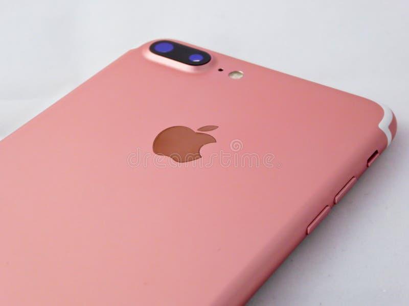 Primo piano più del telefono di Iphone 7 immagine stock