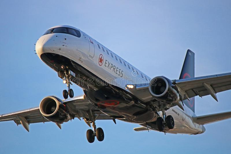 Primo piano preciso di Air Canada Embraer ERJ-175 fotografia stock libera da diritti