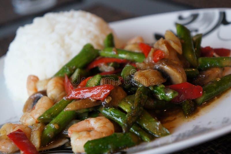 Primo piano su un piatto delizioso tailandese fotografia stock
