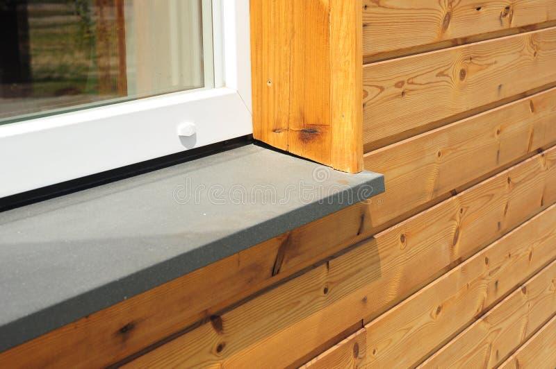 Primo piano sul singolo dettaglio di plastica del davanzale della finestra fotografia stock - Davanzale finestra ...