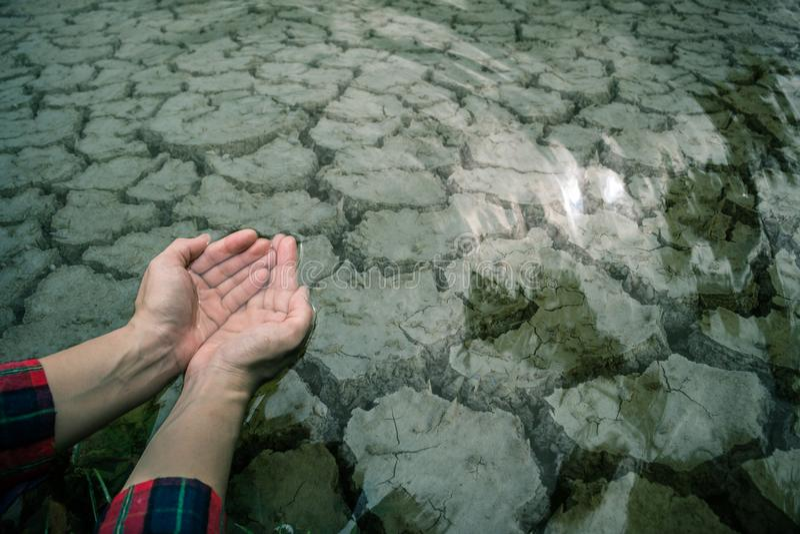 Primo piano a terra di siccità del fango della crepa fotografie stock libere da diritti