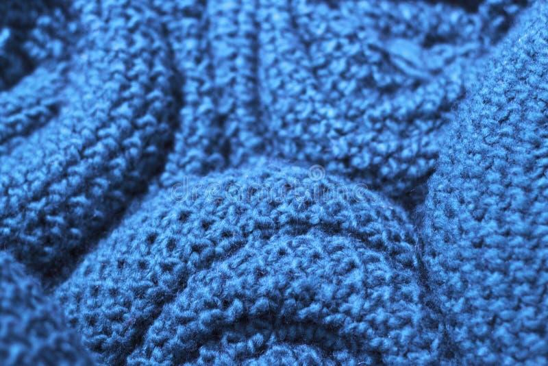 Primo piano tricottato di lana del tessuto di colore blu d'avanguardia delle nebulose, struttura, fondo fotografia stock libera da diritti
