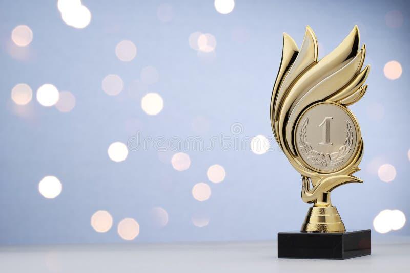 primo trofeo di campionato dell'oro dei vincitori o del posto fotografia stock