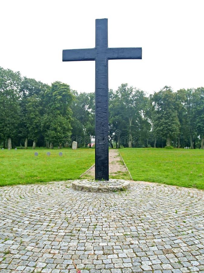 Primorsk, Rusia Una cruz memorable en el cementerio militar alemán de la Segunda Guerra Mundial fotografía de archivo libre de regalías